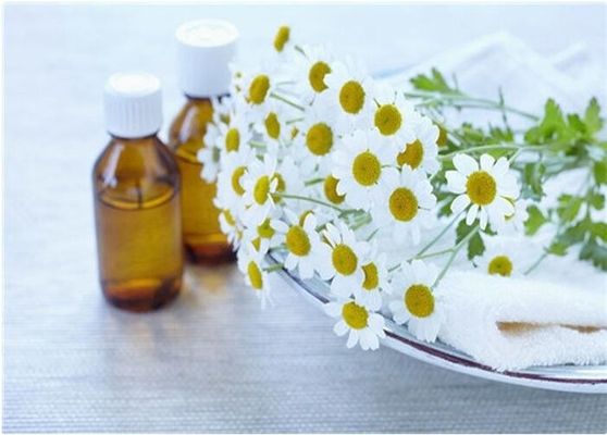 Natural Chamomile Oil , Light Yellow Liquid Chamomile Flower Oil CAS 8015-92-7